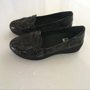 Fitflop Shoes - Fitflop Fringey Sneaker loafers 7 black snake skin